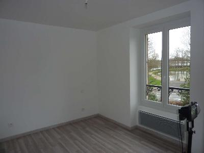 A louer au calme bel appartement F2 centre ville de Claye-Souilly