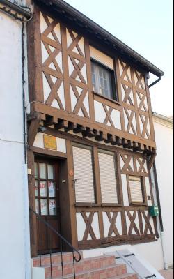 51 km de Dijon Sud - Maison de ville à colombages du XV ème siècle - 5 pièces - 4 chambres - 130 m²
