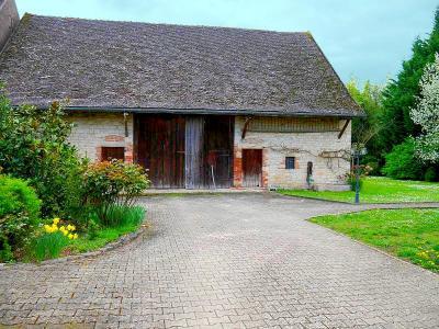8 km de Verdun S/Doubs ainsi que de SEURRE - 6 pièces- 5 chambres- 190 m² habitables-terrain 3250 m²