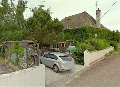 Vue: Terrasse de devant, 3 km St Loup G - Belle demeure du XIXe siècle - 220 m² de surface habitable - 10 pièces - 6 chambres