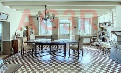 Vue: Salle à manger/séjour vue 1, 3 km St Loup G - Belle demeure du XIXe siècle - 220 m² de surface habitable - 10 pièces - 6 chambres