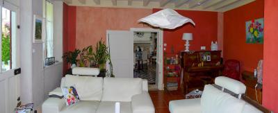 Vue: Salon/séjour - vue 2, 3 km St Loup G - Belle demeure du XIXe siècle - 220 m² de surface habitable - 10 pièces - 6 chambres