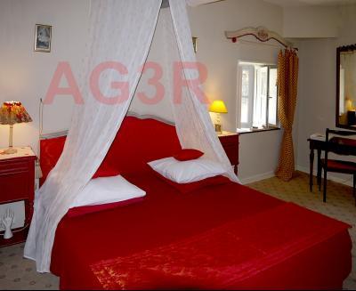 Vue: Chambre, 3 km St Loup G - Belle demeure du XIXe siècle - 220 m² de surface habitable - 10 pièces - 6 chambres