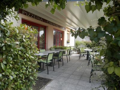 A Pierre de Bresse, bâtiment comprenant restaurant et habitation