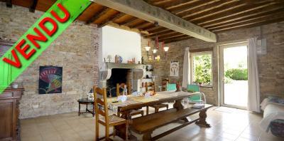 Vue: Salle à manger-salon, CHEVIGNY EN V - Maison ancienne restaurée en pierre et brique- 5 pièces- 3 chambres- terrain 7777 m²