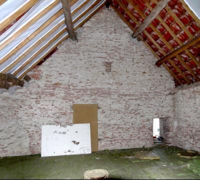Vue: Combles aménageables, CHEVIGNY EN V - Maison ancienne restaurée en pierre et brique- 5 pièces- 3 chambres- terrain 7777 m²