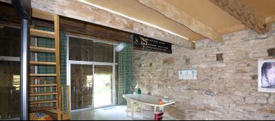 Vue: Pièce annexe avec escalier menant à la chambre en mezzanine, CHEVIGNY EN V - Maison ancienne restaurée en pierre et brique- 5 pièces- 3 chambres- terrain 7777 m²
