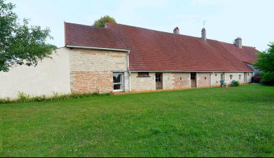 Vue: Façade vue jardin, CHEVIGNY EN V - Maison ancienne restaurée en pierre et brique- 5 pièces- 3 chambres- terrain 7777 m²