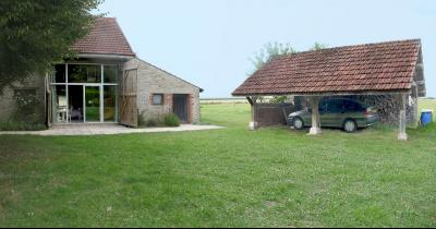 Vue: Pièce annexe avec chambre en mezzanine et Abris-auto, CHEVIGNY EN V - Maison ancienne restaurée en pierre et brique- 5 pièces- 3 chambres- terrain 7777 m²