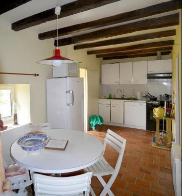 Vue: Cuisine, CHEVIGNY EN V - Maison ancienne restaurée en pierre et brique- 5 pièces- 3 chambres- terrain 7777 m²