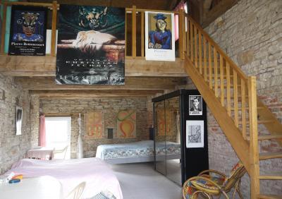 Vue: Pièces annexe avec ch. en mezzanine, CHEVIGNY EN V - Maison ancienne restaurée en pierre et brique- 5 pièces- 3 chambres- terrain 7777 m²