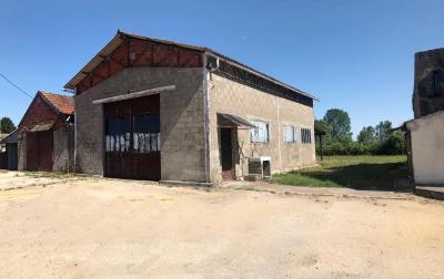 20 km de Beaune Sud - Maison de village - 3 chambres - hangar - entrepôt - terrain de 2050 m²