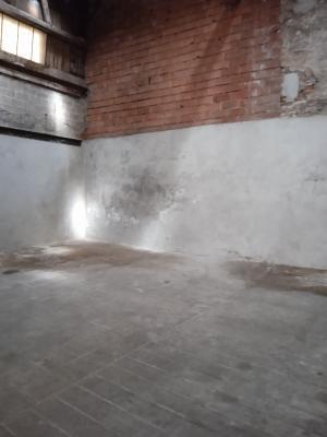 A Seurre, garage avec possibilité de faire appartements