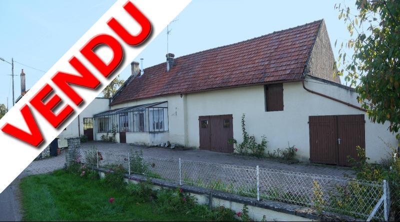 A 2 km de St Loup Géanges-Ancienne ferme de plain-pied-116 m²-6 pièces-4 chambres-terrain: 5015 m².