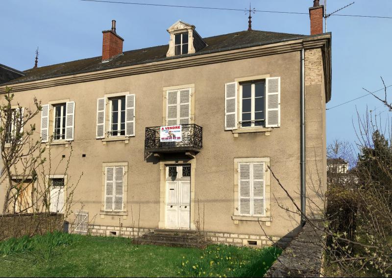 Verdun S/Doubs-Maison de Maître plein centre-132 m² habitables-3 ch-salon et séjour-terrain : 640 m²