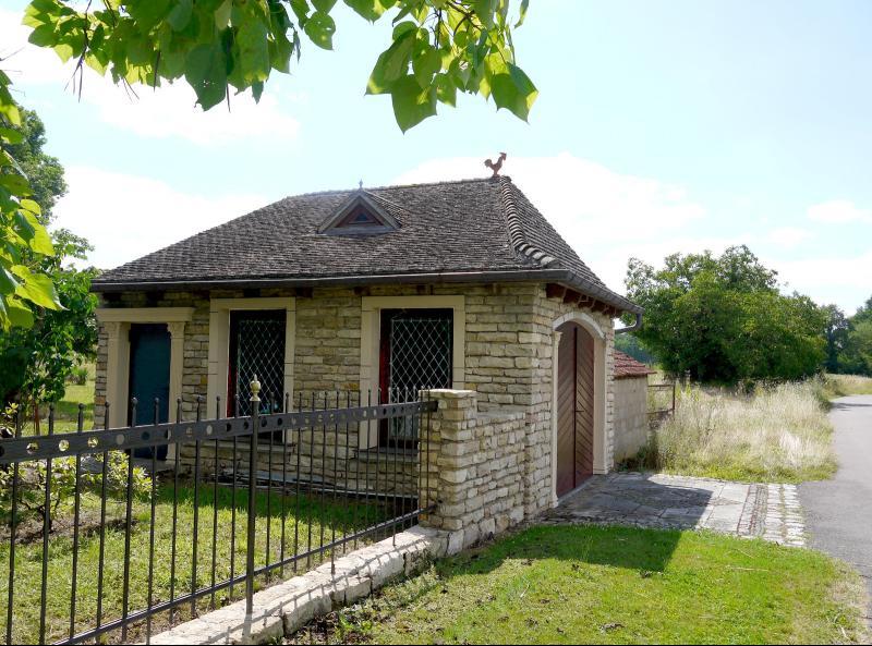 Belle demeure- ancienne maison de plaisance rénovée vendue avec ancienne ferme à rénover-sur 2272 m²