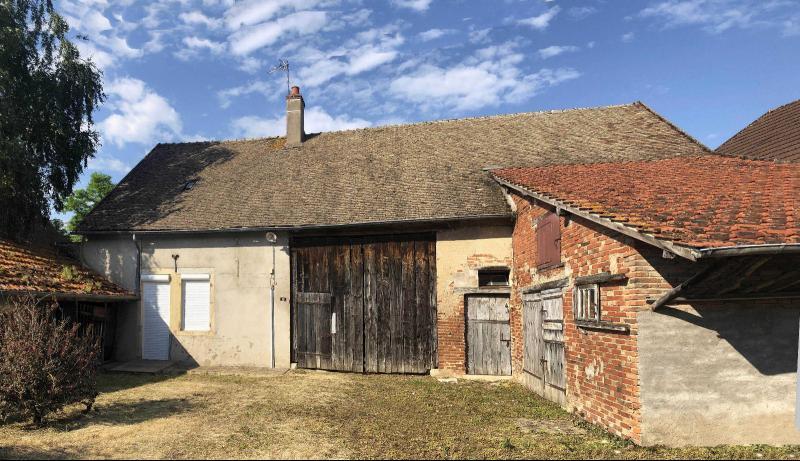 A mi-chemin de Seurre et de Verdun sur le Doubs - Ancienne ferme de village à potentiel.