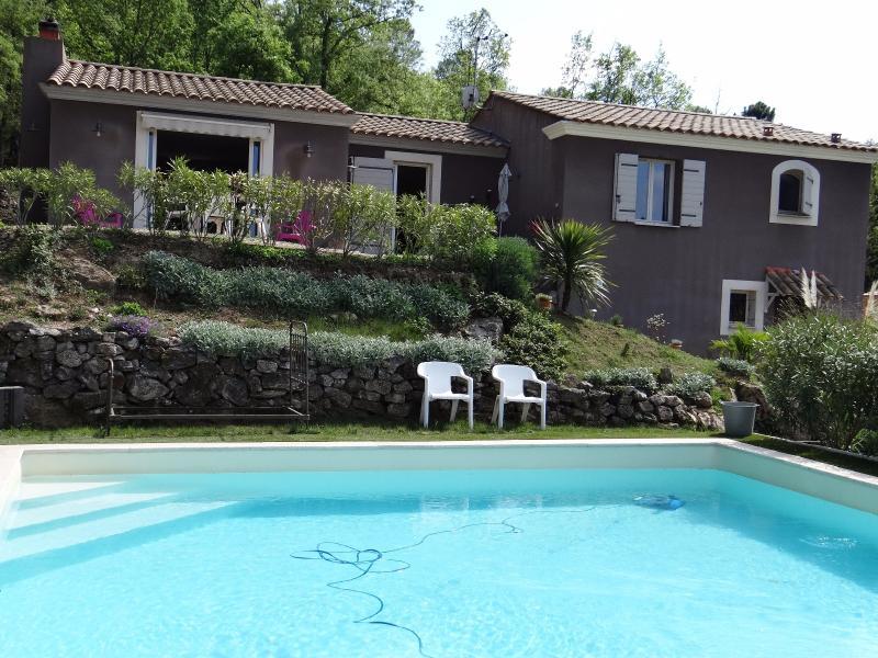 Esparron de Palliere - Villa avec picine - 2230 m2 terrain ESPARRON