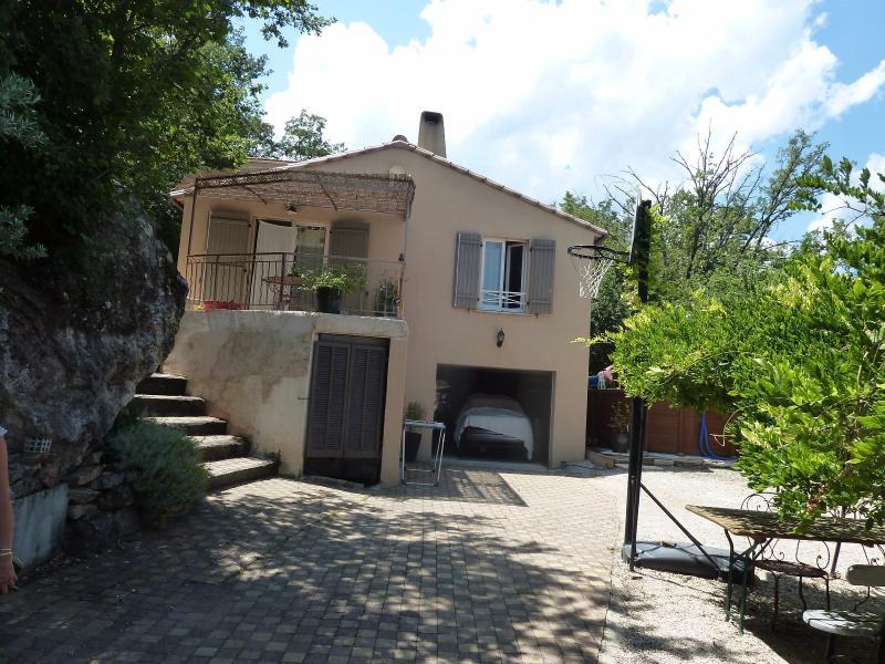 Villa de T4 + T1 indépendant 1200 m2 de terrain ESPARON DE PALLIERE ESPARRON