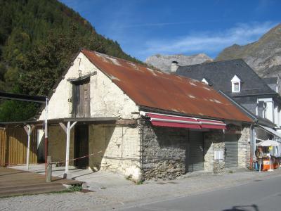 GRANGE - VALLEE DE LUZ ST SAUVEUR