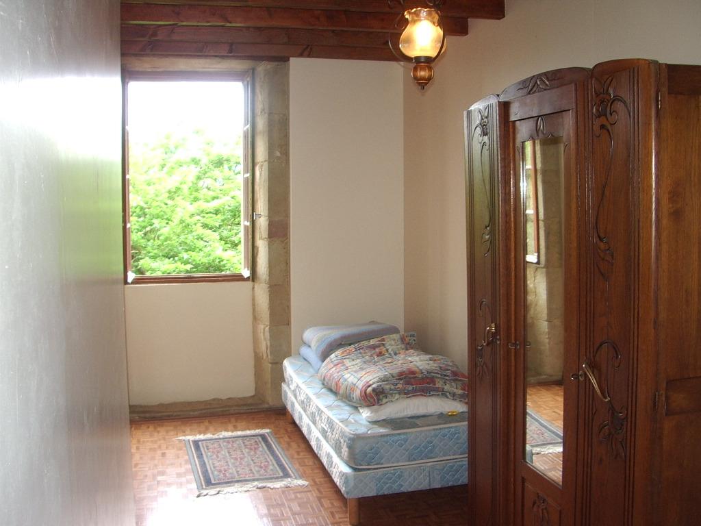 Vente maison de village bassoues 32320 120m avec 4 for Arriere cuisine marciac