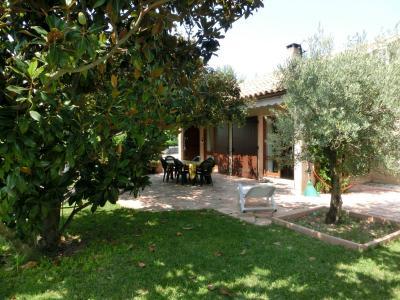 Villa T4 avec jardin clos dans le village au pied du Luberon
