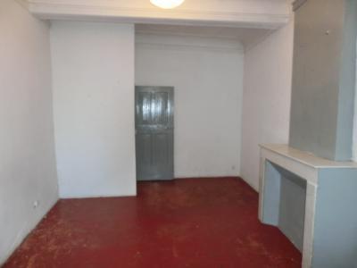 En plein centre du village, appartement T3 a louer.