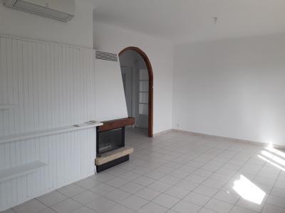 Vue: Salon, A louer maison individuelle T4 avec garage et jardin clos.