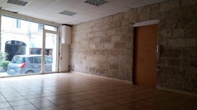 Proche Carmes -Murs commerciaux de 61m² + cour de 13m²