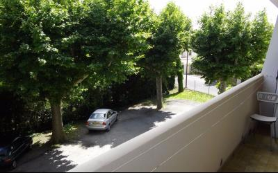 Vue:  balcon , APPARTEMENT T3 +BALCON+GARAGE+CAVE