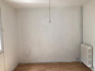 Vue: chambre, 15 MN à pied  des REMPARTS APPART T4  avec CAVE ET PARKING