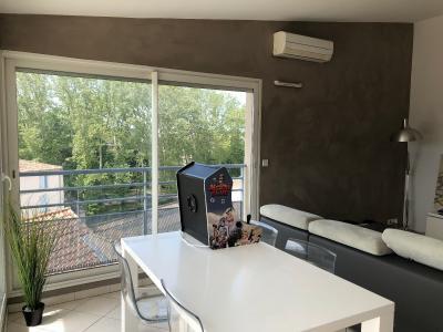 Vue: salon donnant sur balcon, VASTE APPARTEMENT 98 m² AVEC TERRASSE de 50 m²  PANORAMIQUE