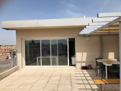 Vue: terrasse et coin repas , VASTE APPARTEMENT 98 m² AVEC TERRASSE de 50 m²  PANORAMIQUE