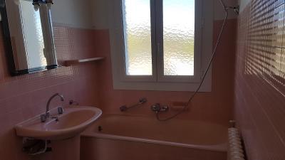Vue: Salle de bain , A LOUER T3 EXTRA-MUROS