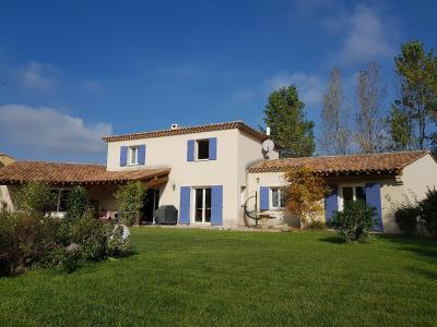 Belle villa 4 chambres sur 1500m² de terrain avec piscine