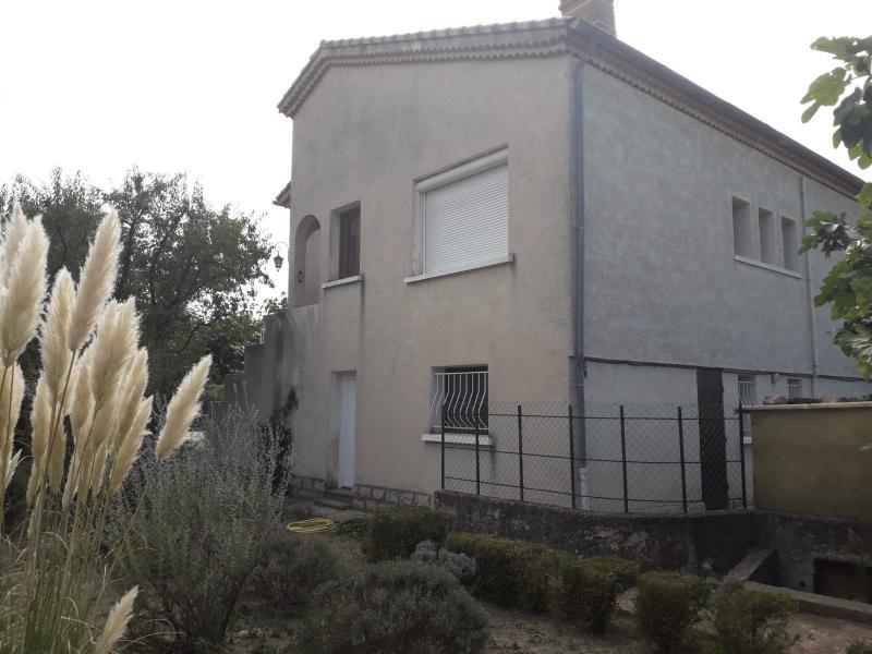 A louer maison individuelle T4 avec garage et jardin clos.