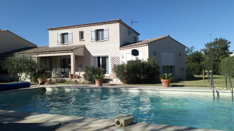 Villa récente avec piscine et double garage