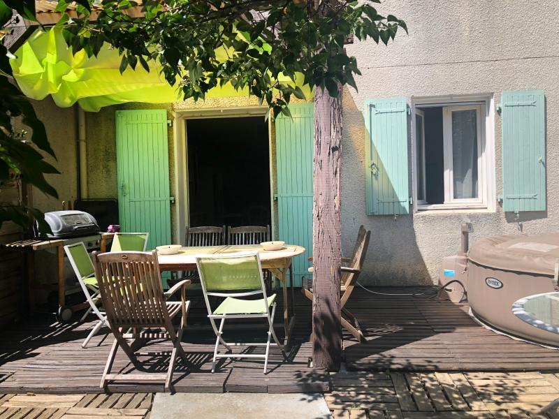 MAISON avec Jardinet à 8 mn à pied du centre de VAISON-LA-ROMAINE