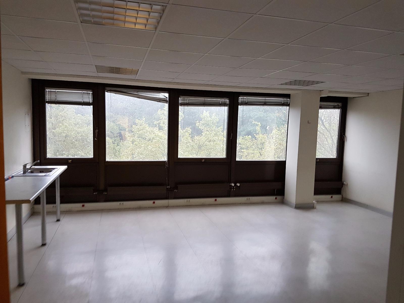 Location bureaux noisy le grand 14m2 Ã 170 âu201a¬ mois hc ht 1er mois