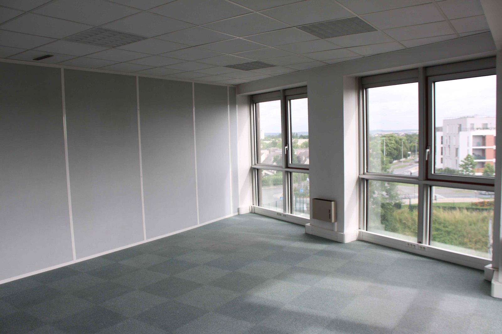 bureau a louer centre d 39 affaires paris proximit 2 mois hc ht offert investisseur immobilier. Black Bedroom Furniture Sets. Home Design Ideas