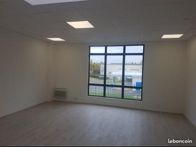 BAILLY - ENTREPOT NEUF 120 m² - 1300 € HT / MOIS