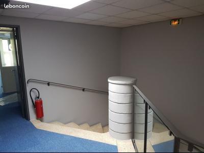 BUREAU DE STANDING SUPERFICIE 45 m² REFAIT A NEUF