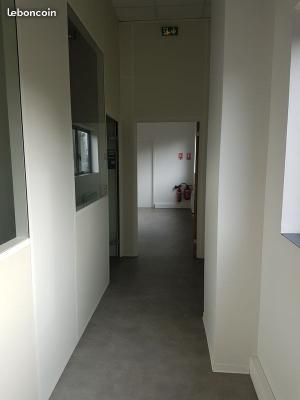 BUREAUX + TERRASSE 17 m²  DANS IMMEUBLE STANDING NEUF