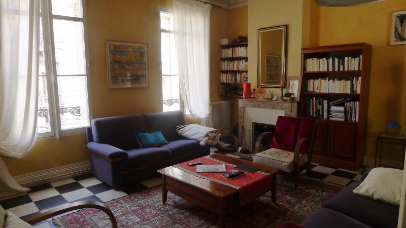 Maison bourgeoise avec jardin aux chartrons bordeaux hb for Achat appartement bordeaux chartrons
