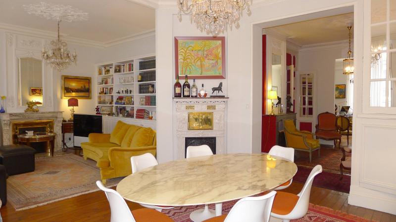Confort, charme et lumière, Place Pey-Berland BORDEAUX, HB Immobilier, Agence Immobilière dans le Bassin d'Arcachon