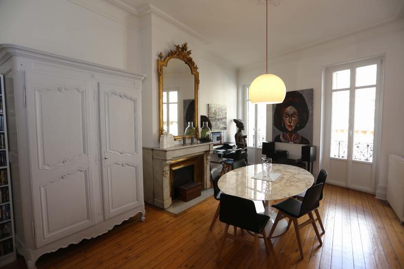Saint-Seurin, lumière et prestions anciennes BORDEAUX, HB Immobilier, Agence Immobilière dans le Bassin d'Arcachon