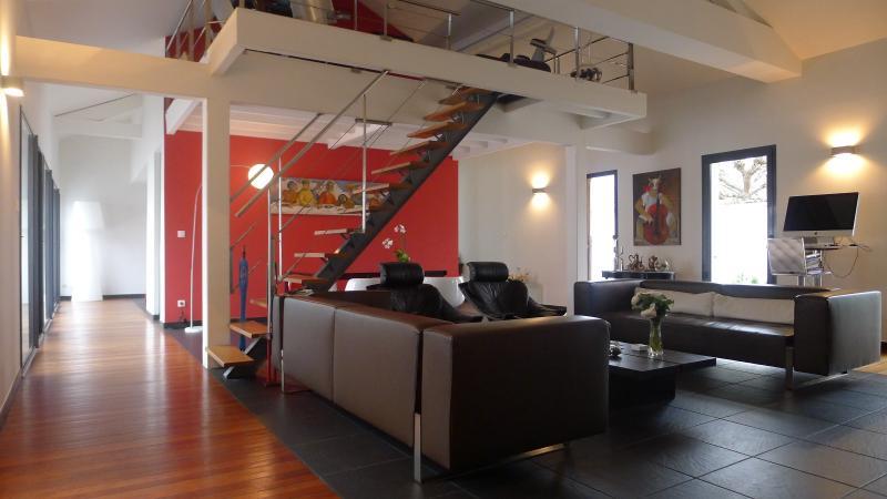 Maison contemporaine avec piscine et garage le bouscat hb for Garage seat le bouscat