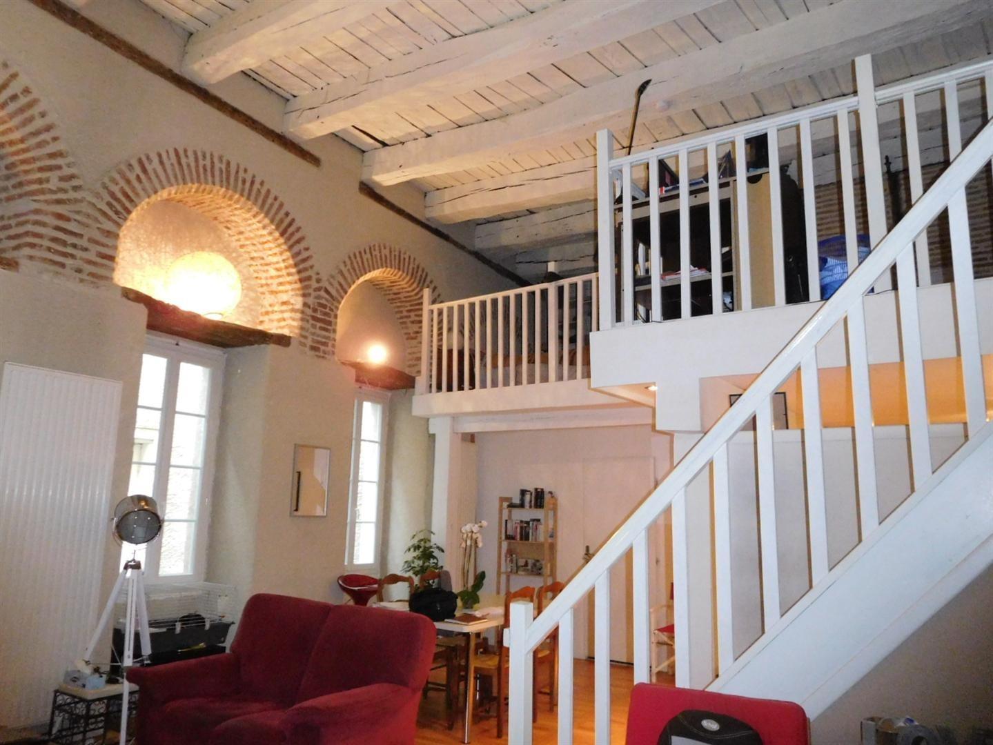 cahors vendu sans locataires t2 bis avec cachet. Black Bedroom Furniture Sets. Home Design Ideas