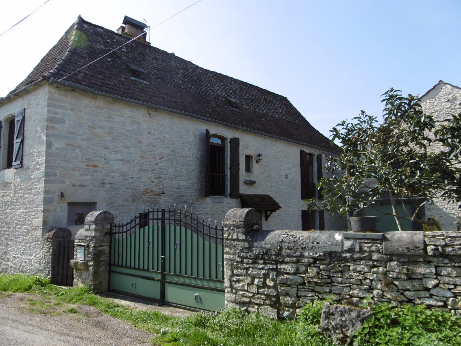 MONTGESTY: Maison ancienne restaurée. Immo 46