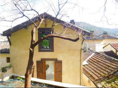 Maison centre avec terrasse et jardinet